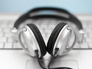music-headphones-on-a-laptop-o